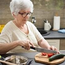 Aménagement de votre cuisine senior - Accessoires de cuisine ergonomiques senior